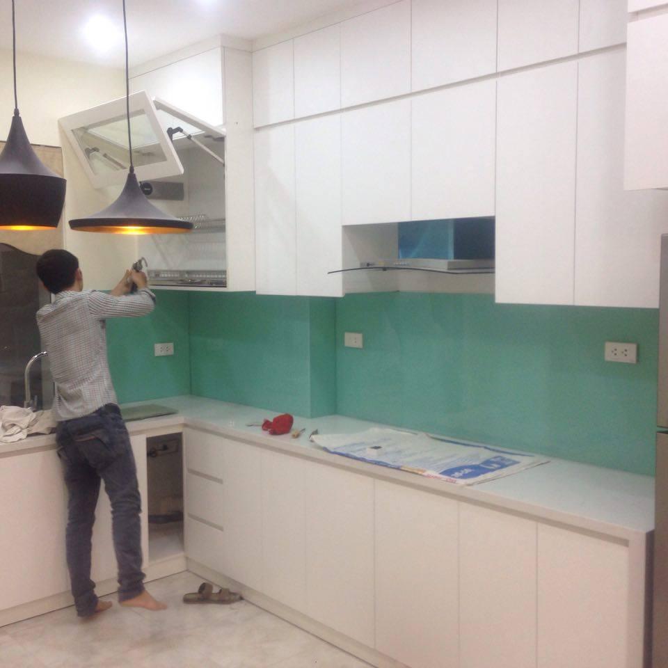 Mẫu 34 : Kính ốp bếp màu xanh ngọc.