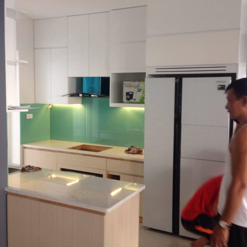 Kính ốp bếp màu xanh ngọc - sản phẩm của căn bếp đẹp.