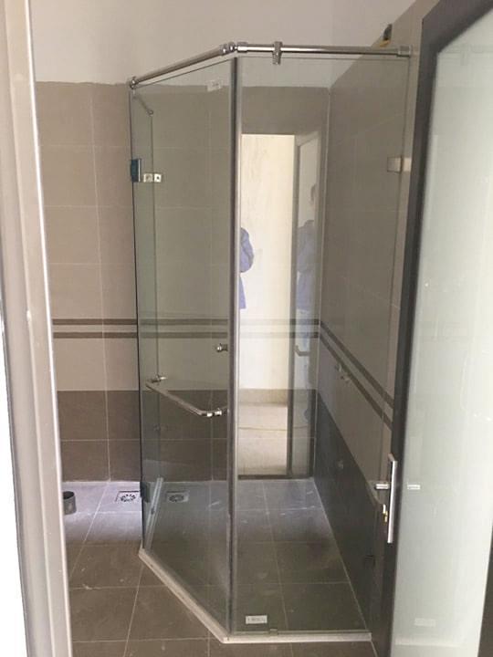 Ảnh thi công thực tế cabin tắm 135 độ.