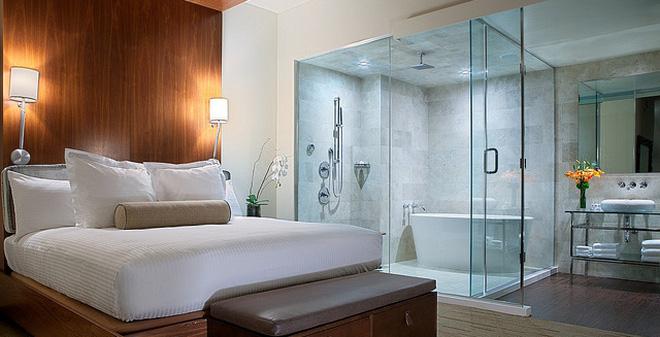 có nên lắp kính ngăn phòng ngủ và phòng tắm