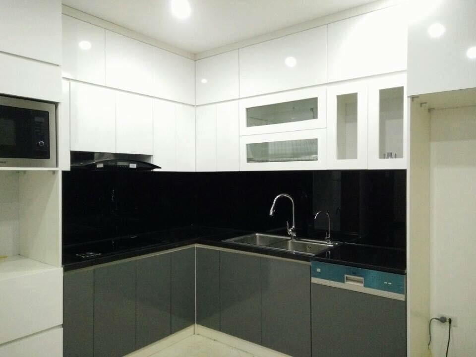 Mẫu 25 : Kính ốp bếp màu đen.
