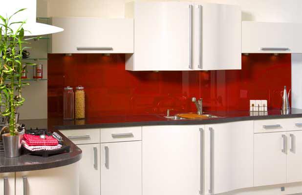 Kính ốp bếp mau đỏ