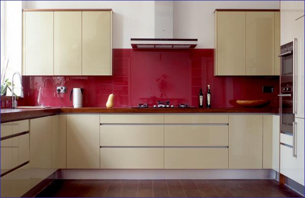Kính bếp màu đỏ đô