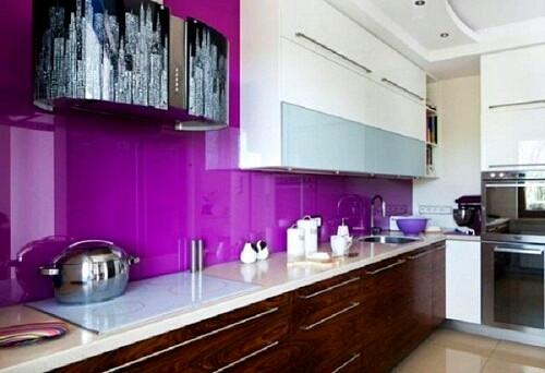 Mẫu 69 : Kính ốp bếp màu tím.