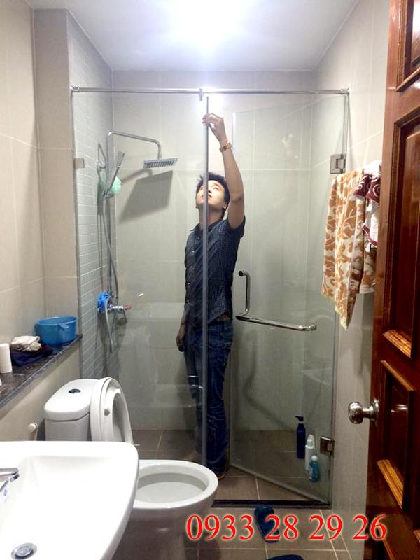 có nên lắp phòng tắm kính